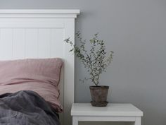 Lovely bedroom in grey. Painted in Beckers color Klippa 508 – styled by blogger Sofis Husdrömmar.