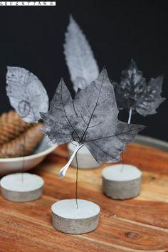 leuchttage: Kartenhalter aus Beton mit Blättern- ich liebe den Herbst !