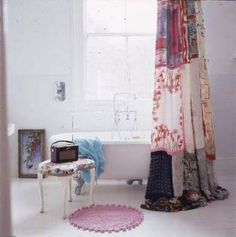 10 Vintage Shower Curtains for Perky Look in the Bathroom Shabby Chic Shower Curtain, Vintage Shower Curtains, Cute Shower Curtains, Shabby Chic Curtains, Cortinas Shabby Chic, Baños Shabby Chic, Shabby Chic Homes, Shabby Chic Furniture, Interior Exterior