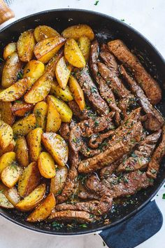 Garlic Butter Steak and Potatoes Skillet - This easy one-pan recipe is SO simple. - Garlic Butter Steak and Potatoes Skillet - This easy one-pan recipe is SO simple. Garlic Butter Steak and Potatoes Skillet - This easy one-pan recip. Skillet Potatoes, Cook Potatoes, Steak Potatoes, Meat And Potatoes Recipes, Skillet Food, One Skillet Meals, Electric Skillet Meals, Cast Iron Skillet Meals, Potato Meals