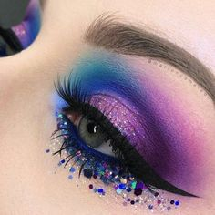Augen Make up blau lila grün eye makeup blue pu+ Eye Makeup Blue, Makeup Eye Looks, Eye Makeup Art, Colorful Eye Makeup, Beautiful Eye Makeup, Eyeshadow Makeup, Makeup Eyebrows, Makeup Brushes, Perfect Makeup
