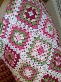 (for Spanish version please scroll down) When my daughter was born, 4 years ago, from . : (for Spanish version please scroll down) When my daughter was born, 4 years ago, I decided to make her a crocheted blanket. I chose the combination … Point Granny Au Crochet, Crochet Granny Square Afghan, Easy Crochet Blanket, Crochet Bedspread, Crochet Diy, Crochet Motifs, Crochet Quilt, Granny Square Crochet Pattern, Afghan Crochet Patterns