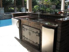 Image from http://bedroomkitchen.com/wp-content/uploads/2014/07/Outdoor-Kitchens-Designs-457.jpg.