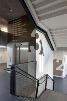verdiepingsnummers , bewegwijzering in gebouwen