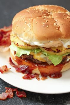 Bacon Infused Burgers | Six Sisters' Stuff You've never had a burger until you've had it infused with bacon. It's one thing putting bacon on a burger, but a whole other when it's in the hamburger patty. It's definitely a game changer. This Bacon Infused Burgers are the only way to eat burgers. Unique Recipes, Easy Dinner Recipes, Healthy Dinner Recipes, Cooking Recipes, Ethnic Recipes, Grilling Recipes, Diet Recipes, Healthy Food, Blueberry Protein Muffins