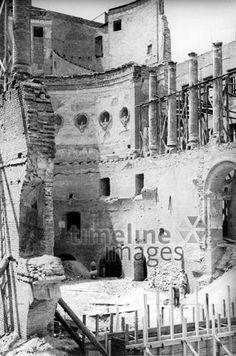 Zerstörtes Odeon in München, 1944 Timeline Classics/Timeline Images #Luftangriff #Bombadierung #Destruction #Bombing #Munich #Schutt