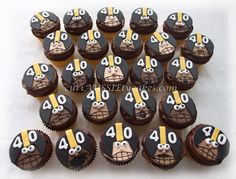 Pittsburgh Steelers Cupcakes These were done for a man's . Steelers Football, Football Food, Pittsburgh Steelers, Steelers Season, Steelers Stuff, Football Birthday, Football Season, Michael Kors Cake, Themed Birthday Cakes