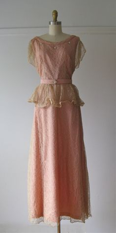 vintage 1940s dress / 40s dress / Rose and Lace by Dronning