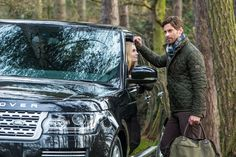 Two British brands made for the glorious countryside. Land Rover x Barbour ♔