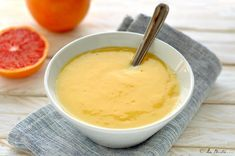 La Crema pasticcera all'arancia è un dolce semplice e senza glutine. Ideale per farcire torte, dolci o da mangiare al cucchiaio. Buonissima