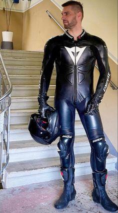 Motorcycle Wear, Motorcycle Leather, Biker Leather, Black Leather, Motard Sexy, Motorbike Leathers, Mens Leather Pants, Leather Fashion, Mens Fashion