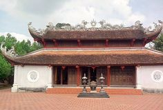 Relic site of first female doctoral laureate receives national status   A certificate of national relic site status was presented recently to honour the tomb and temple of Nguyen Thi Due, the first female doctoral laureate in Viet Nam's feudal history, in northern Hai Duong province.    Vietnam Tour Expert Help: www.24htour.com Halong Bay Cruises Tour  Expert Help: www.halongcruises.com.au  #24htour  #vietnamtravelnews #vietnamnews #traveltovi