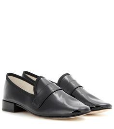 Repetto - Loafers Michael aus Leder - Die schwarzen Loafers von Repetto sind aus schimmerndem Lackleder gefertigt, das von Ripsbandpaspeln eingefasst wird. Der edle Charakter des Obermaterials ist ein gelungener Bruch zur maskulinen Form der Schuhe. seen @ www.mytheresa.com