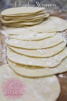 How to Make Dumpling Wrappers - Seonkyoung Longest How To Make Dumplings, Homemade Dumplings, Dumpling Dough, Dumpling Recipe, Dumpling Wrappers, Wonton Wrappers, Comida India, Chinese Dumplings, Steamed Dumplings