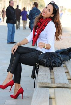 How to not look boring. Skinny pants, red pumps, white sweater, red plaid scarf. Holiday fashion, Christmas parties, women's style fashion and chic. #ad #dressup #easyfashion #red