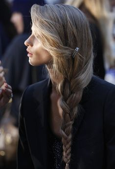 Cute Girl Hairstyles (daughters after the wedding) Easy French Twist Hairstyle ~ Cute Girls Hairstyles Hair hair. Loose Side Braids, Long Braids, Side Plait, Messy Braids, Crown Braids, Messy Buns, Pretty Hairstyles, Girl Hairstyles, Braided Hairstyles