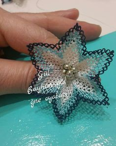 This Pin was discovered by Nes Needle Lace, Bobbin Lace, Lace Making, Diy Flowers, Ants, Diy And Crafts, Weaving, How To Make, Jewelry