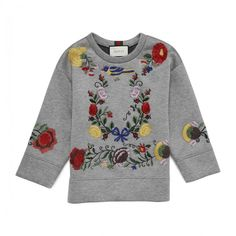刺繍スウェット EMBROIDERED VISCOSE SWEATSHIRT GUCCI グッチ ❤ liked on Polyvore featuring tops, hoodies, sweatshirts, gucci, viscose tops, embroidered sweatshirts, embroidered top and rayon tops