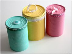 Upcycling: Putting tin cans on Tin Can Crafts, Diy Crafts For Gifts, Painted Tin Cans, Aluminum Cans, Creative Kids, Cool Walls, Diy Art, Projects To Try, Gift Wrapping