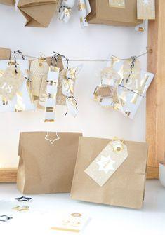 Adventskalender DIY Basteln Kraftpapier Brottüten Geschenkpapier und Holzrahmen mit Schnüren.  Ganz einfach nachzumachen.