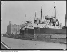 *🇨🇦 1929 - Waterfront, line of boats and warehouse in background (Toronto, Ontario)🎞 Great Lakes Ships, Toronto City, Fort Myers Beach, Canadian History, Lake George, Okinawa Japan, Lake Life, Landscape Photos, Back Home