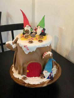 Christmas Cake Designs, Christmas Cake Topper, Christmas Cake Decorations, Christmas Cakes, Holiday Cakes, Holiday Desserts, Beautiful Cakes, Amazing Cakes, Gnome Village
