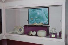 T.C. KÜLTÜR VE TURİZM BAKANLIĞI   ISPARTA İL KÜLTÜR VE TURİZM MÜDÜRLÜĞÜ ::.. KLASİK ESERLER SALONU:        Bu salonda Pisidia Antiocheia'sı ve Men Kutsal Alanında yapılan kazılardan elde edilen eserler ile tesadüfen bulunan satın alınan eserler teşhir edilmektedir. Eserler Klasik Çağdan başlayarak Bizans Çağı sonuna dek kronolojik bir düzen içerisinde sunulmuş, bilgi panosu ve fotoğraflarla desteklenmiştir.  9.VİTRİN : Bu teşhirde Antiocheia heykeltraşlık okulunun özgün mermer yapıtlarının…