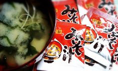 岡崎醤油『みそ汁』100個入  粉末の一人用みそ汁です。 わかめ&乾燥ネギ入ですが、さらにカットわかめ、刻みネギ等を入れると、いっそう美味しくなります♪ 朝食、ランチなどにどうぞ(^^)d  和光食材(株) 0234-41-0271 http://www.wako-net.com