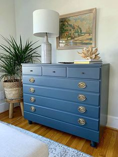 DIY Dresser Makeover in Navy - An easy DIY dresser makeover in navy for a guest . DIY Dresser Make Cheap Patio Furniture, Ikea Furniture, Bedroom Furniture, Kitchen Furniture, Diy Bedroom, Furniture Dolly, Urban Furniture, Online Furniture, Small Guest Rooms