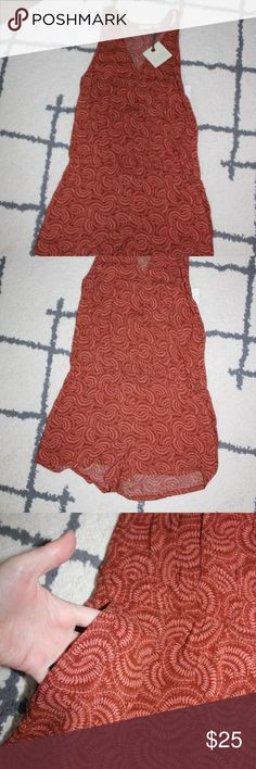 """Hinge Wrap Front Romper NWT Size XS Hinge Wrap Front Romper in Rust Henna Ferns.  Get ready for summer in this beautiful romper complete with pockets!  Pair with a great pair of sandals and you have an instant chic outfit!  Measures 15.5"""" armpit to armpit, 14.5"""" at the waist, and 30"""" in length.  Pet and smoke free home.  Offers welcome or bundle and save 15% on two or more items. Hinge Pants Jumpsuits & Rompers"""