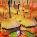 Мини бургеры с семгой! Нежнейшие кусочки семги обжаренные на гриле, с листиком салата и ломтиком свежего огурчика, с добавлением соуса в мини булочке!!!
