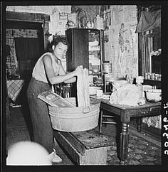 Coal miners daughter doing the family wash All the water must be carried from up the hill. Bertha Hill West Virginia Photo by Marion Post Wolcott Vintage Pictures, Old Pictures, Old Photos, Vintage Images, Women In History, Black History, Appalachian People, Appalachian Mountains, Coal Miners