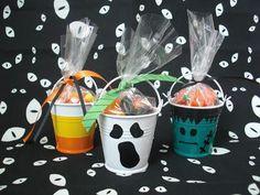 DIY Halloween : DIY Halloween Party Favor Buckets!