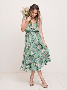 The official site of Lauren Conrad is a VIP Pass. Here you will get insider knowledge on the latest beauty and fashion trends from Lauren Conrad. Lauren Conrad Collection, Tropical Outfit, Couture, Lc Lauren Conrad, Feminine Style, Streetwear, Cute Outfits, Style Inspiration, Summer Dresses