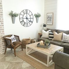 cool 99 DIY Farmhouse Living Room Wall Decor and Design Ideas http://www.99architecture.com/2017/03/04/99-diy-farmhouse-living-room-wall-decor-design-ideas/