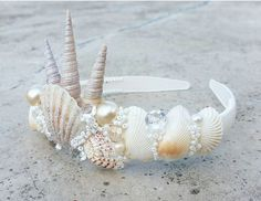 Seashell crown idea Best Picture For kids halloween snacks For Your Taste You are looking for someth Mermaid Crafts, Mermaid Diy, Seashell Crafts, Mermaid Crowns Diy, Mermaid Headpiece, Beach Crafts, Seashell Crown, Shell Crowns, Head Band