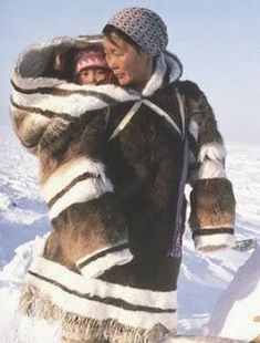 Os esquimós habitam as regiões árticas do Alaska, Canadá e Groenlândia há milhares de anos. Eles têm traços físicos que ajudam a sobrev...