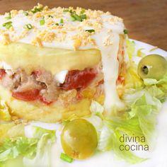 Este pastel de patata y atún esa una idea fácil y vistosa para preparar un plato de fiesta con ingredientes sencillos. Te damos ideas para otros rellenos.