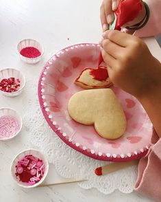 Happy #ValentinesDay!Dont forget to hashtag #sugarcrafty with your Cookie Decorating Kits so we can  and share on our stories!