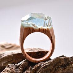 {QUERO} Anéis de madeira com paisagens do universo
