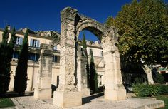 Roman Arch - Cavaillon - Luberon - Provence - http://www.provenceguide.co.uk/home/vaucluse-in-provence/what-to-do-and-see/culture-and-architecture/major-sites-and-monuments/foliot/1.aspx
