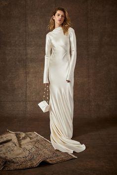 8 Major Wedding Dress Trends for Spring from Bridal Fashion Week - Vogue Classic Wedding Dress, Wedding Dress Trends, Modest Wedding Dresses, Nice Dresses, Wedding Gowns, Wedding Dress Sleeves, Long Sleeve Wedding, Bridal Salon, Satin Gown