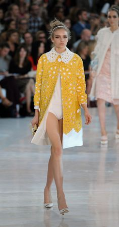 Louis Vuitton Spring 2012 - ropa que me gusta Trendy Fashion, Runway Fashion, High Fashion, Fashion Show, Womens Fashion, Fashion Trends, Gilet Crochet, Louis Vuitton, Fashion Details