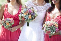 Un abito da sposa anni '50 e un bouquet di succulente per un matrimonio all'aperto: Giulia e Sandeep