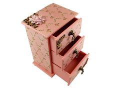 Mini Cômoda Porta Bijuteria Rosa , em mdf, scrapdecor, papel vintage rosa, adornada com apliques de recortes a laser, flor importada e puxadores de metal.
