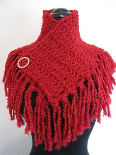 Make this quick & easy fringe shawlette with Lion Brand Homespun! The perfect accessory for fall!