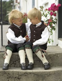 West Agderbunadens characteristics lies in the details Folk Costume, Costumes, Norway Viking, My Heritage, Beautiful Children, Animals For Kids, Traditional Dresses, Little Boys, Boy Outfits