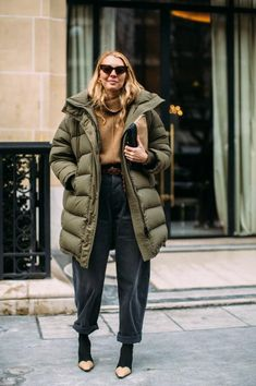 The best street style looks of Paris Fashion Week in fall 2018 - Winter Street Style Street Style Trends, Street Style 2018, Looks Street Style, Street Look, Autumn Street Style, Street Styles, Street Wear, Fashion Week Paris, Fashion Weeks