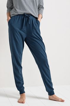 Lounge a little longer in our Trewyn Bottoms. Made from 100% organic cotton, they're super soft and oh-so-comfortable. Gently tapered, these pyjama bottoms have an adjustable waist tie in a contrasting colour. The pretty, slub jersey yarn adds gentle texture and subtle colour variation. They're finished off with two deep side pockets and ribbed cuff detail. Mix and match with our Sleep range to create your perfect look.