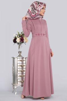** YENİ ÜRÜN ** Kemeri Taşlı Tesettür Elbise Pudra Ürün Kodu: LRJ6147 --> 64.90 TL